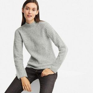 EUC Uniqlo Wide Ribbed Mock Neck Sweater Sz L